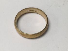 A 9 ct gold wedding band 4.5 grams
