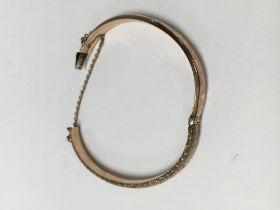 A gold bangle 7 .4 grams