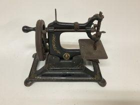 A vintage hand crank singer sewing machine.