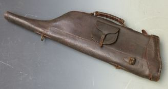 Leather leg of mutton gun case with fitted additional external pocket, 80cm long.