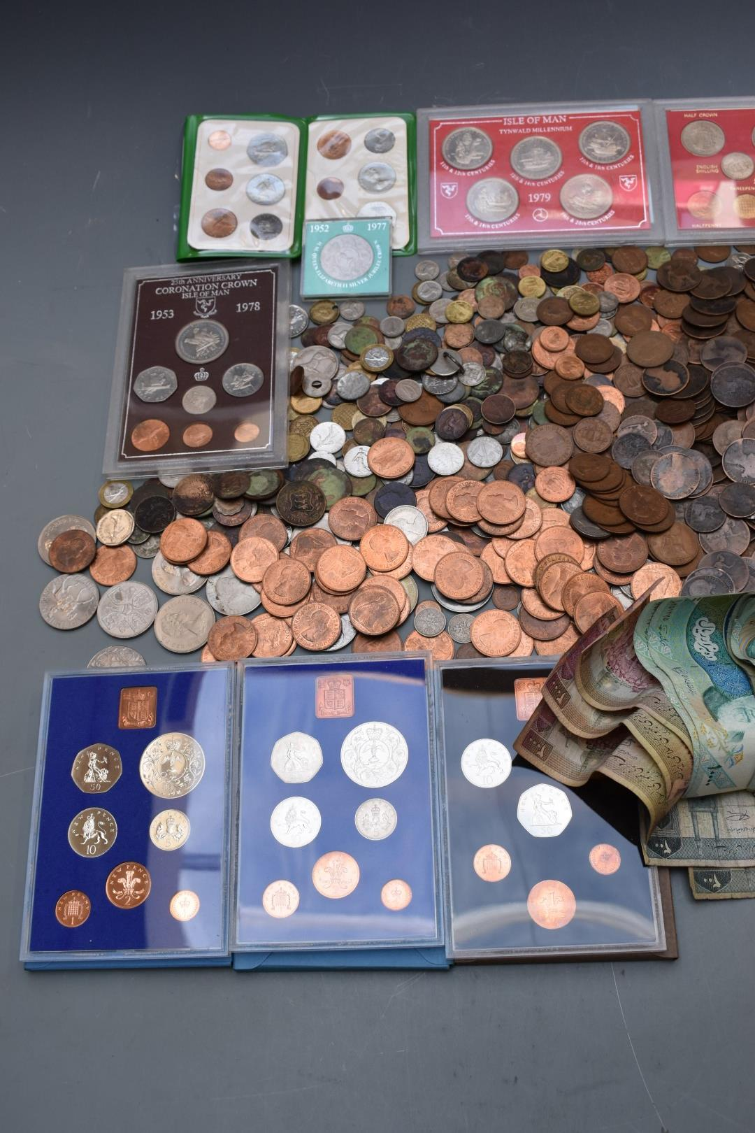 Sundry UK and overseas coinage and banknotes, George III onwards, some coin sets, modern crowns etc - Image 2 of 3