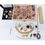 A collection of jewellery including Sarah Coventry brooches, other vintage brooches, etc