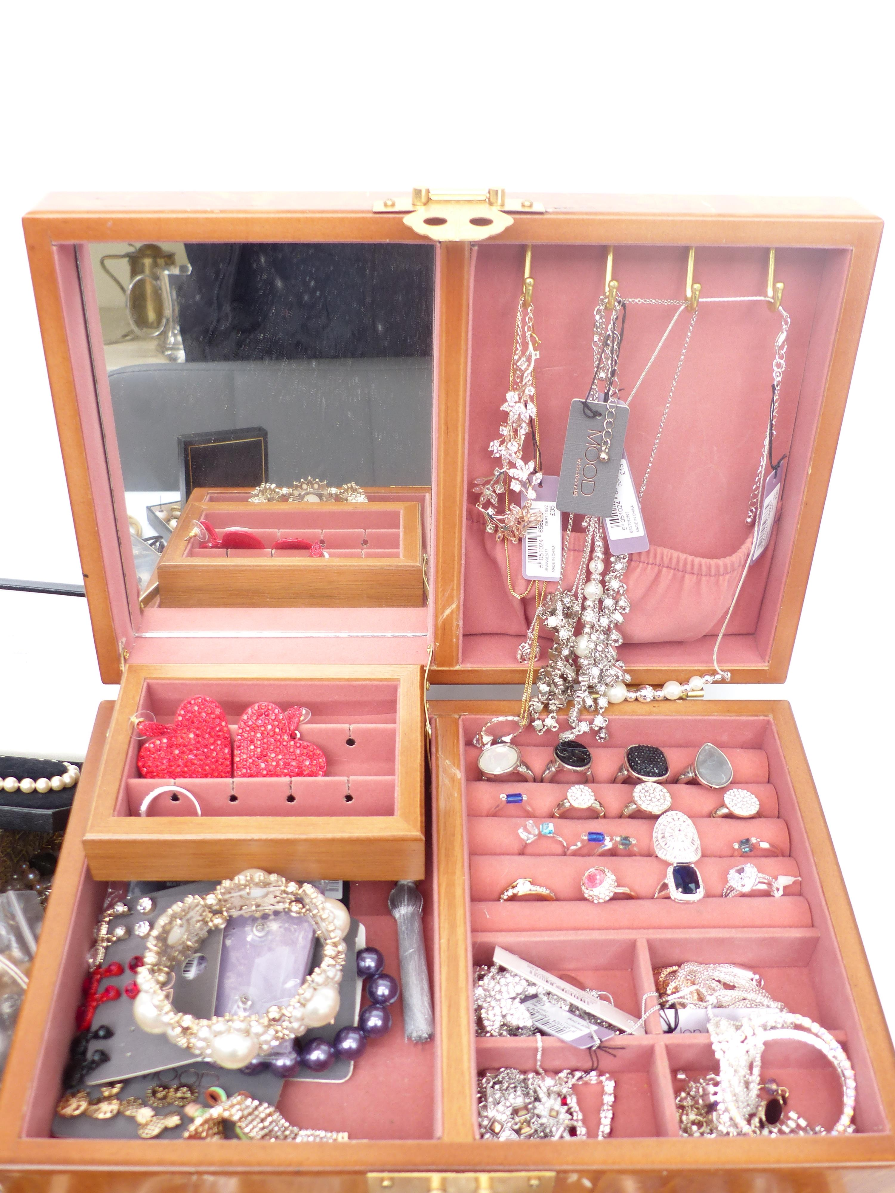 A collection of costume jewellery including cameo brooch, diamanté, rose quartz necklace, etc - Image 2 of 4