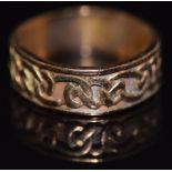 A 9ct gold ring with Celtic decoration 7.2g, size U