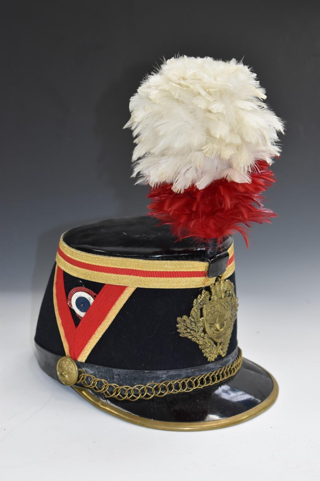 French fireman's parade hat with Paris coat of arms to front and feather plume above - Image 2 of 4