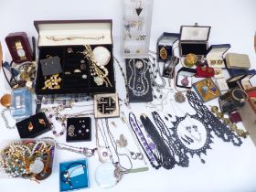 A collection of costume jewellery brooches, agate necklace, Sarah Coventry ring, bracelets including