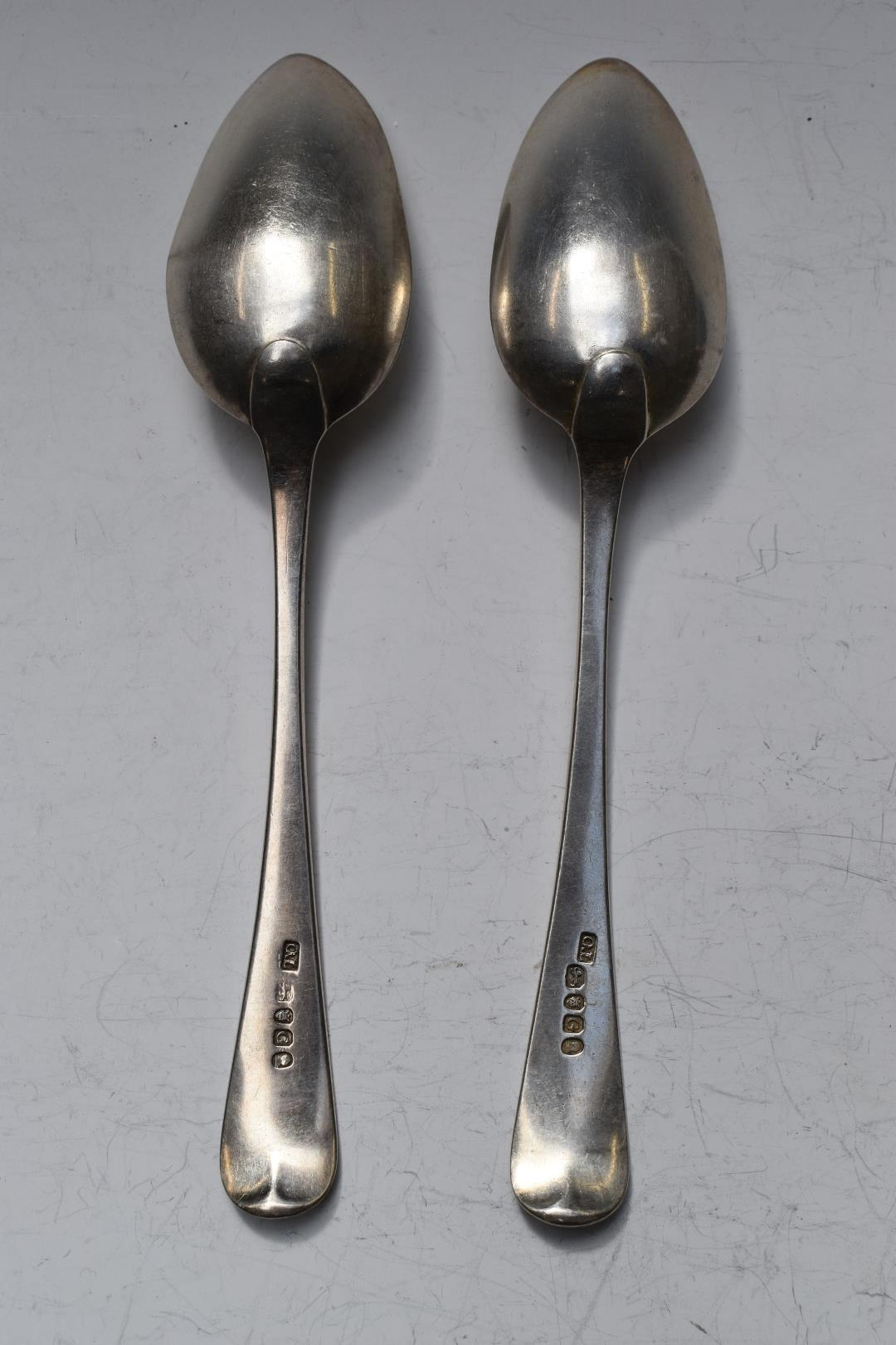 Pair of George III hallmarked silver Old English pattern table spoons, London 1702, maker Thomas - Image 2 of 3