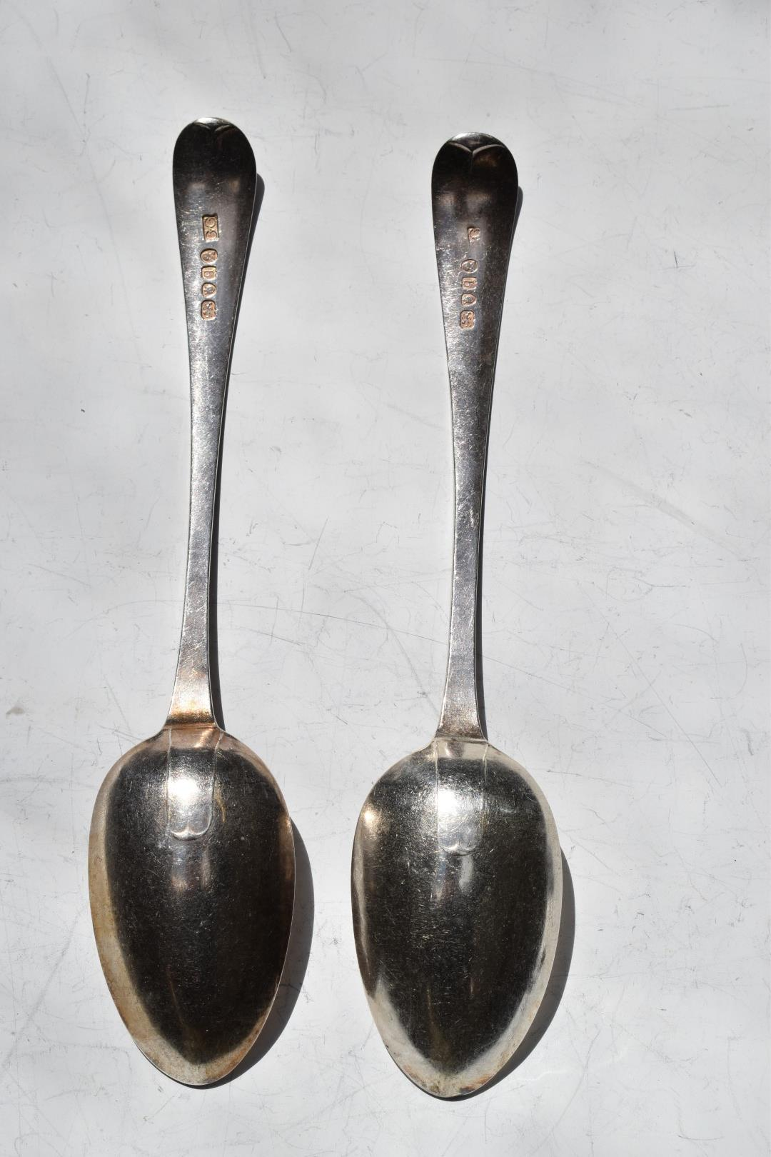 Pair of Georgian bright cut hallmarked silver table spoons, London 1791, makerGeorge Gray, length - Image 2 of 3