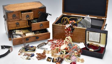 A collection of costume jewellery including The Duchess of Windsor panther bracelet by Franklin