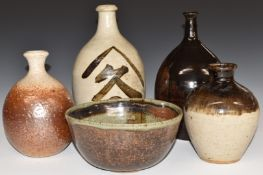 Five piecesof studio pottery including three signed examples by Averil Cave, Christchurch, New