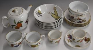 Approximately 115 pieces of Royal Worcester Evesham pattern tea, dinner and oven ware including