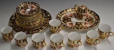 Approximately twenty one pieces of Davenport Imari tea ware, similar to Royal Crown Derby Imari 2451