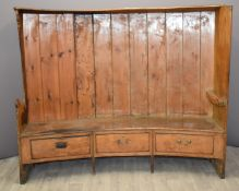 18th/19thC elm and pine curved three drawer settle with single plank elm seat, curved elm partial