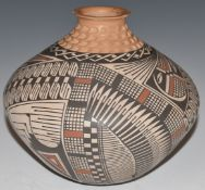 Signed Trinni Silveira Native American Marta Ortiz pottery vase, H15cm