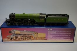 A DJH K81 'OO' gauge LNER 4-6-2 A3 Class 'Papyrus' locomotive 2750 and corridor tender, in