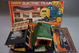 A Hornby 'OO' gauge 'Freightmaster' trainset, boxed; together with a further small quantity of