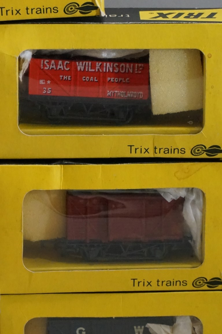 Seven boxed 'OO' gauge wagons, comprising: four Trix; two Mainline; and a Wrenn example. (7) - Image 4 of 7