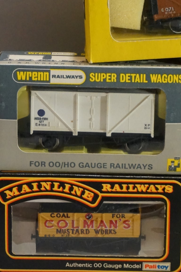 Seven boxed 'OO' gauge wagons, comprising: four Trix; two Mainline; and a Wrenn example. (7) - Image 3 of 7