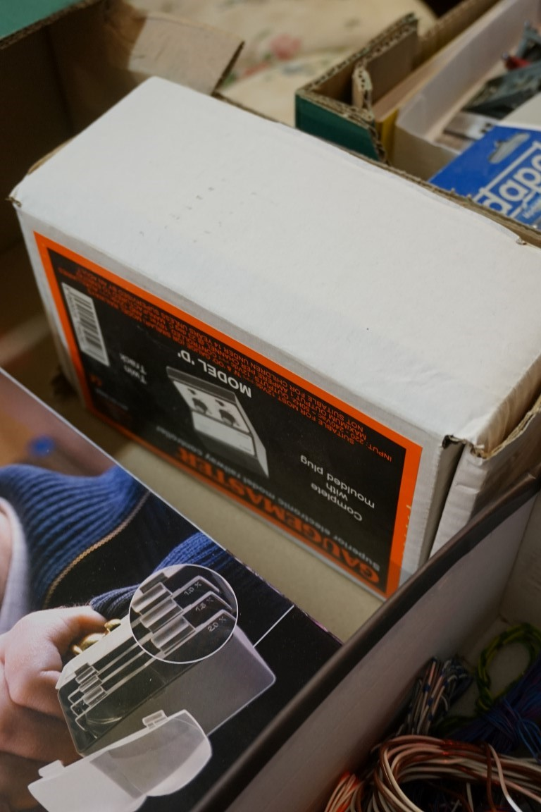 A large collection of 'OO' gauge items and other modeller's equipment, to include: various figures - Image 6 of 6