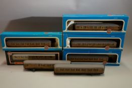 Seven 'OO' gauge LNER coaches, five boxed. (5)