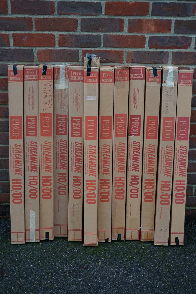 A large quantity of Peco 'OO' gauge track, of various length, some boxed. (qty) - Image 3 of 15