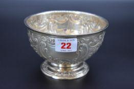 A Victorian silver pedestal bowl, by James Deakin & Sons, Sheffield 1898, 13cm diameter, 149g.