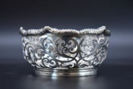 A late Victorian pierced silver bonbon dish, byCarrington & Co, London 1900, 9.8cm diameter, 121g.