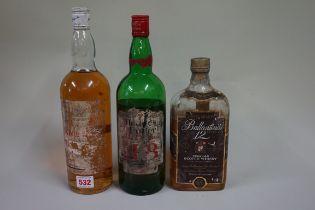 Three old bottles of blended whisky, comprising: a 1 US quart bottle of Dewars White label, (ts);