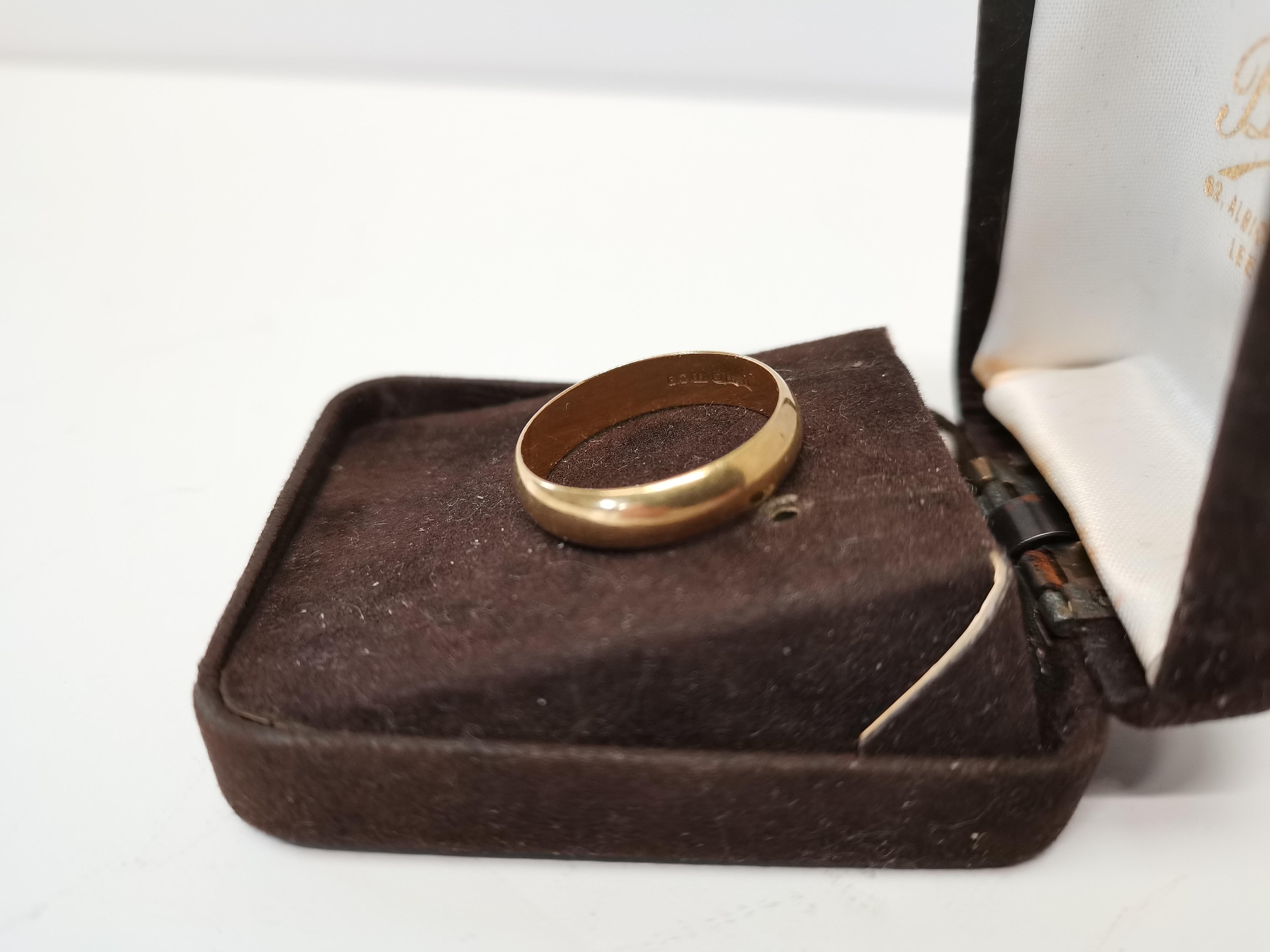 18k gold 5g wedding band - Image 2 of 2