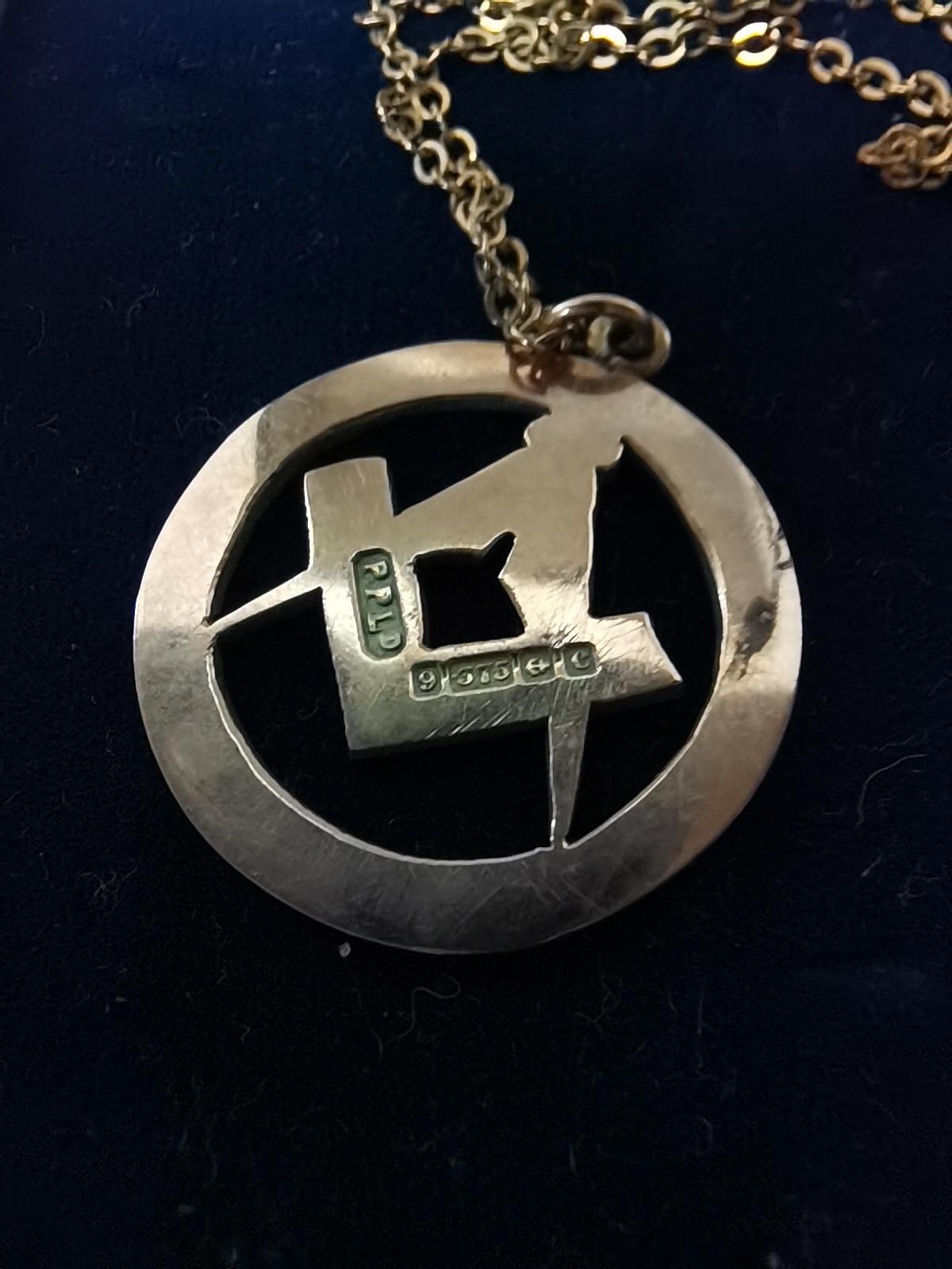 Gold masonic pendant on chain 5g - Image 2 of 2