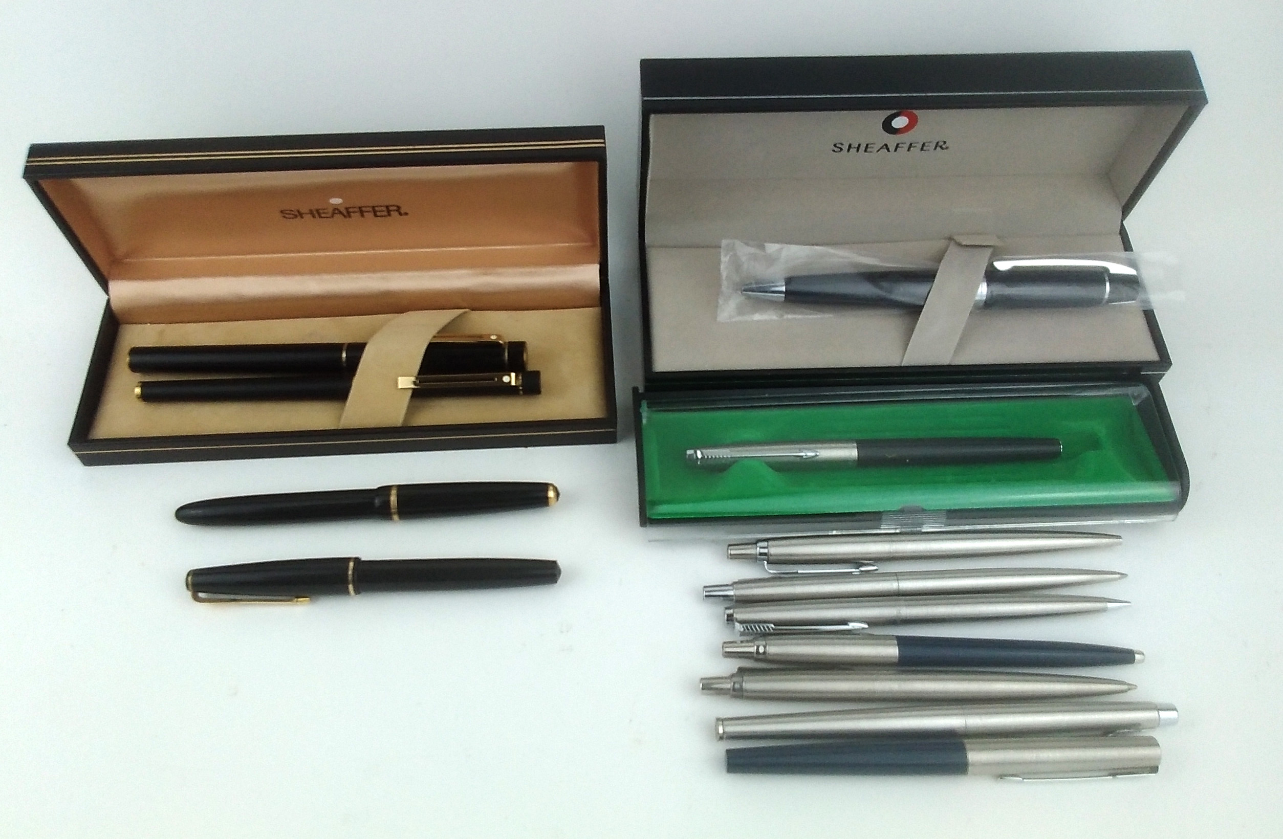 A COLLECTION OF VINTAGE SHEAFFER AND PARKER BALLPOINT PENS Including two boxed Sheaffer pens,