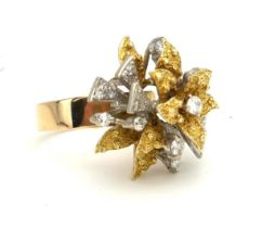 A 14CT GOLD AND DIAMOND DRESS RING OF ORGANIC FORM (size Q). (11.1g)