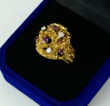 AN 18CT GOLD, RUBY AND DIAMOND RING, CIRCA 1960 (size K½).
