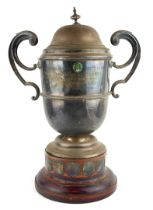 LONDON, MIDLAND AND SCOTTISH RAILWAYS, A LARGE EARLY 20TH CENTURY SILVER PRESENTATION TROPHY CUP AND