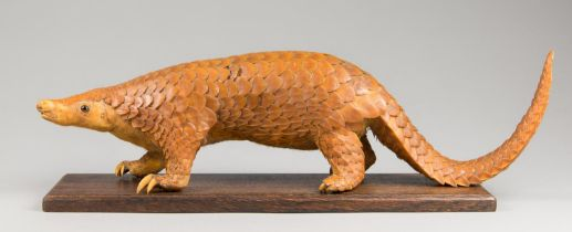 A LATE 19TH CENTURY TAXIDERMY PANGOLIN UPON AN OAK BASE. Provenance: From a deteriorated Victorian