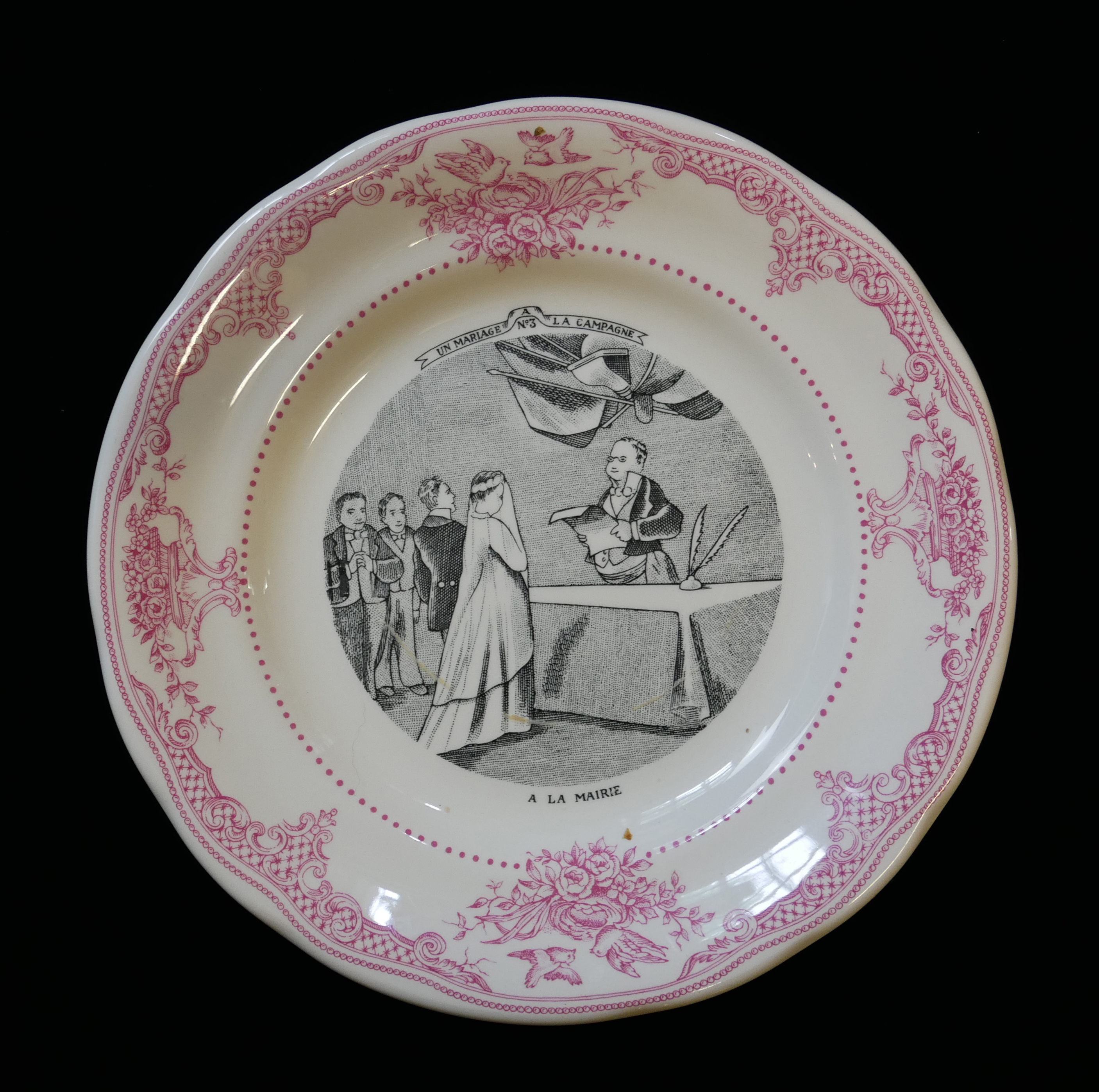 GIEN FACTORY, MARRIAGE À LA CAMPAGNE ROMANTIC PATTERN, A SET OF SIX MODERN FRENCH FAIENCE PLATES - Image 2 of 3