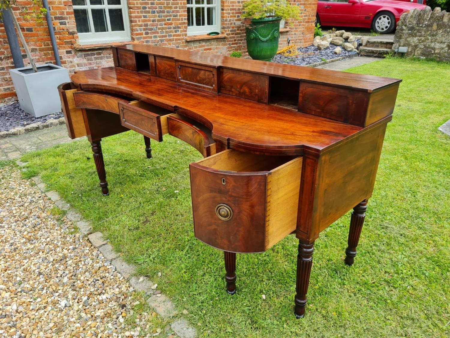 A LARGE 18TH CENTURY MAHOGANY SIDEBOARD With a stepped gallery shelf above two inverted drawers - Image 5 of 7