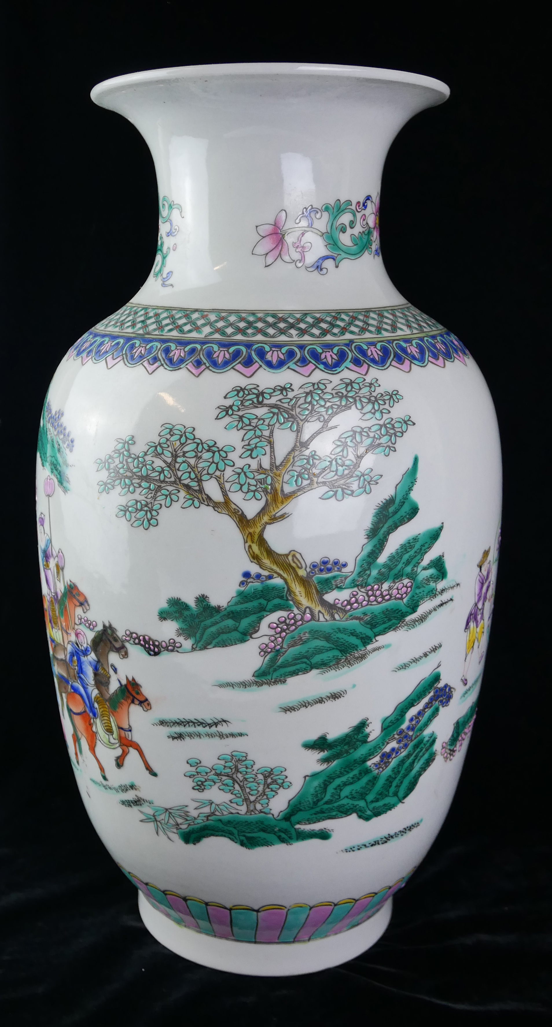 A CHINESE FAMILLE ROSE DESIGN PORCELAIN VASE Decorated with an Emperor with Royal carriage and - Image 3 of 4