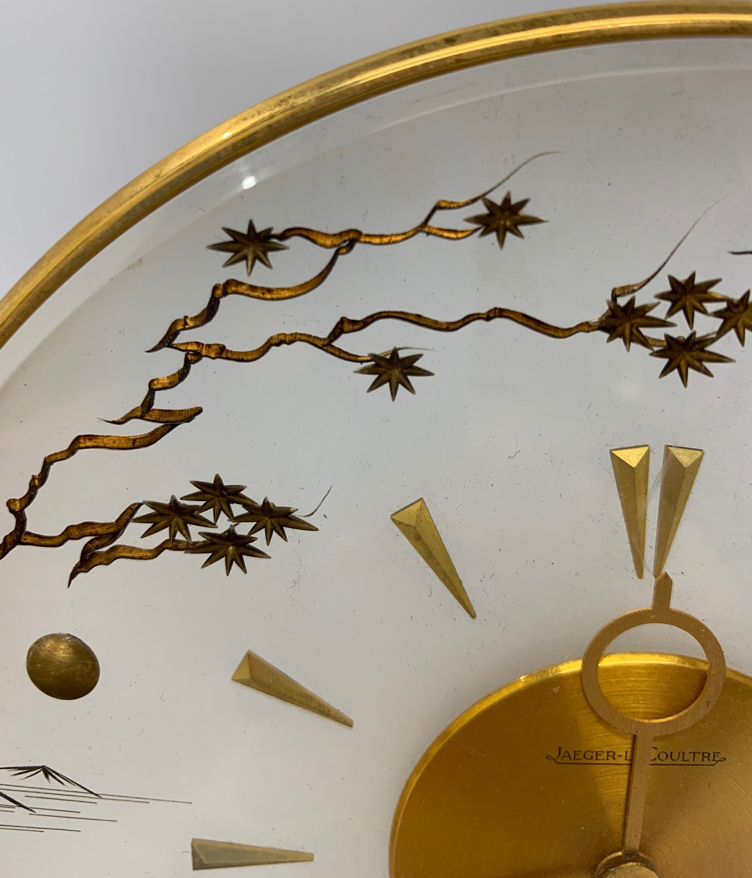 JAEGER-LECOULTRE, A MID CENTURY CLOCK With gilt metal chinoiserie decoration. (h 20cm x diameter - Image 3 of 6