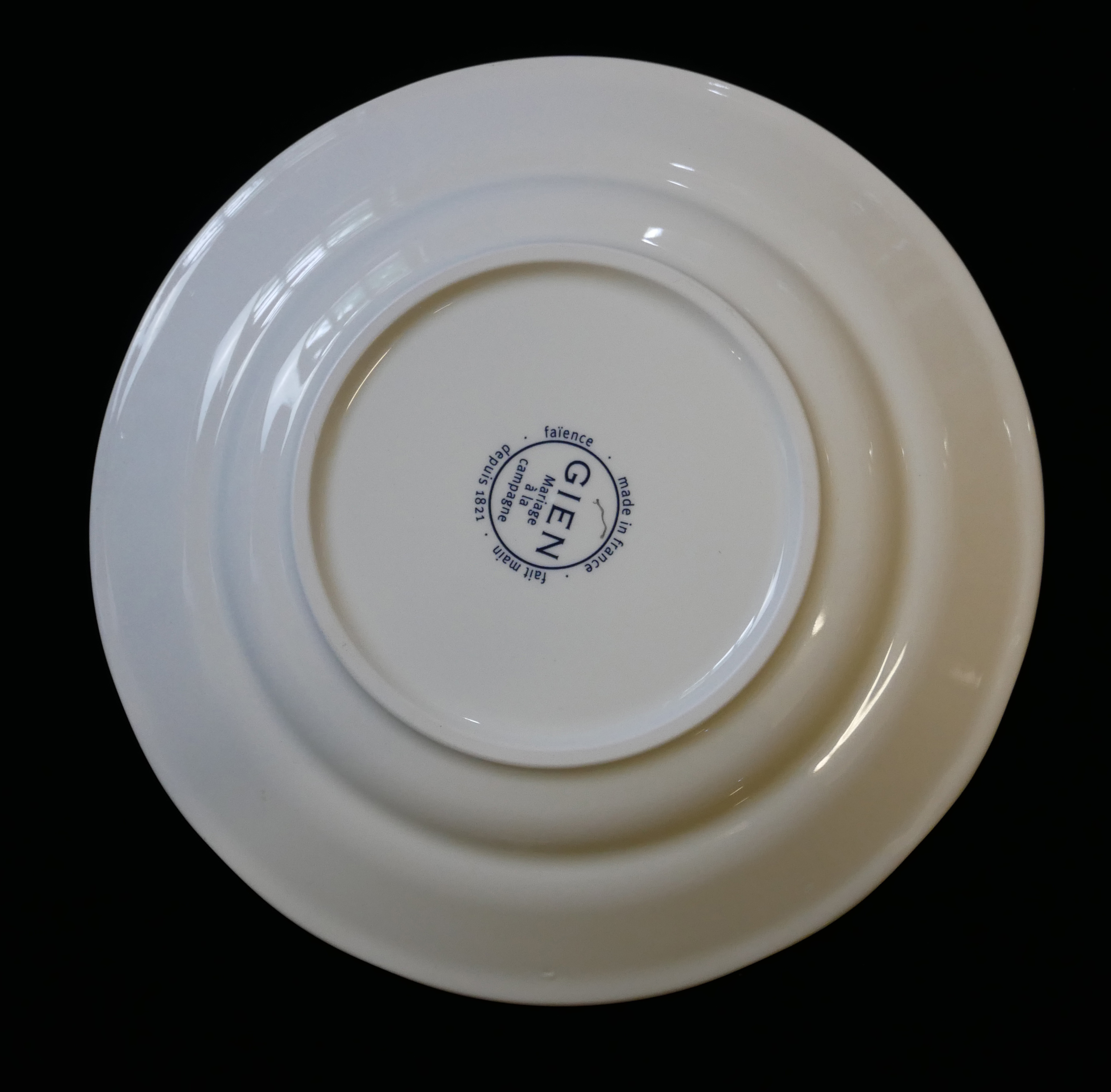 GIEN FACTORY, MARRIAGE À LA CAMPAGNE ROMANTIC PATTERN, A SET OF SIX MODERN FRENCH FAIENCE PLATES - Image 3 of 3