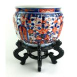 A 20TH CENTURY JAPANESE IMARI PORCELAIN JARDINIÈRE OF STAND With fluted body, underglaze blue and