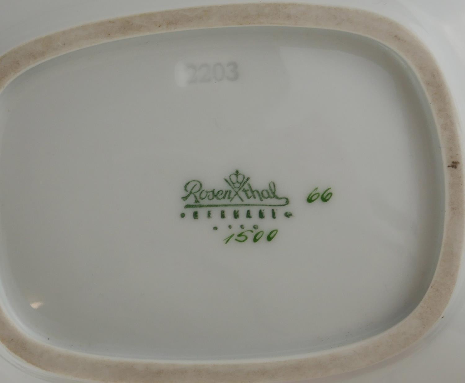 RAYMOND REYNET FOR ROSENTHAL, AN AMUSING PORCELAIN NOVELTY TRINKET BOX AND COVER, CIRCA 1960 - Image 9 of 9