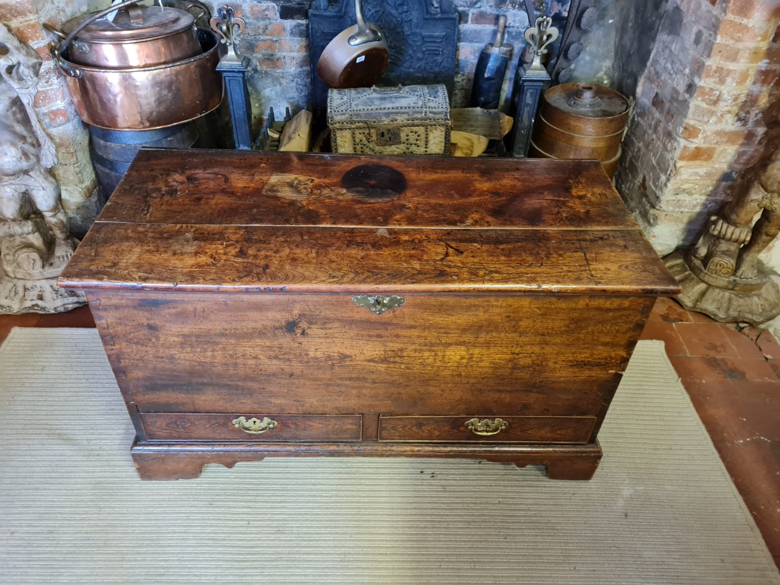 AN 18TH CENTURY OAK MULE CHEST The rise and fall top above two drawers, fitted with brass escutcheon - Image 2 of 3