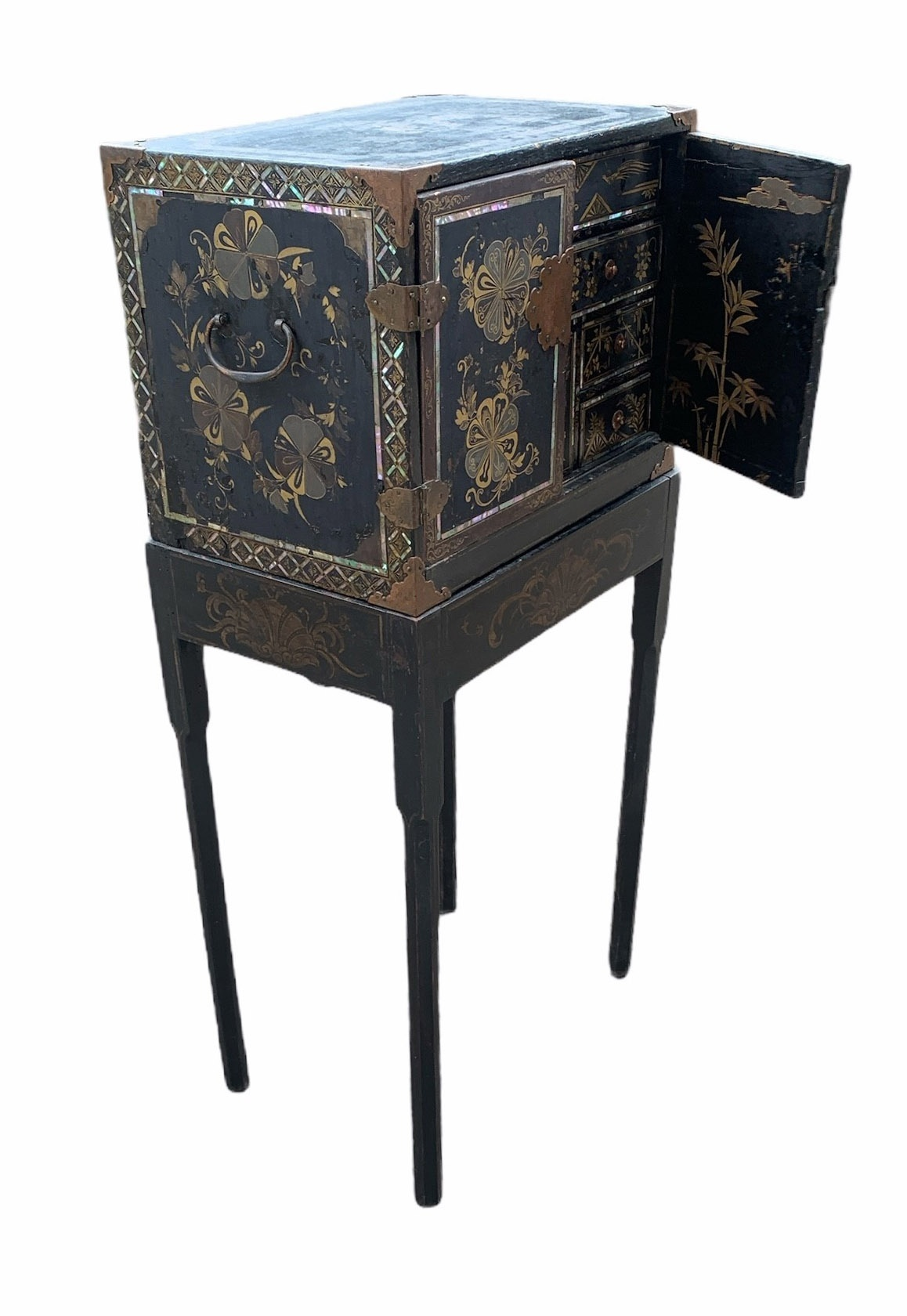 A PORTABLE INLAID EXPORT LACQUER NANBAN CABINET ON STAND Momoyama period (1573-1615) late 16th/early - Image 3 of 4