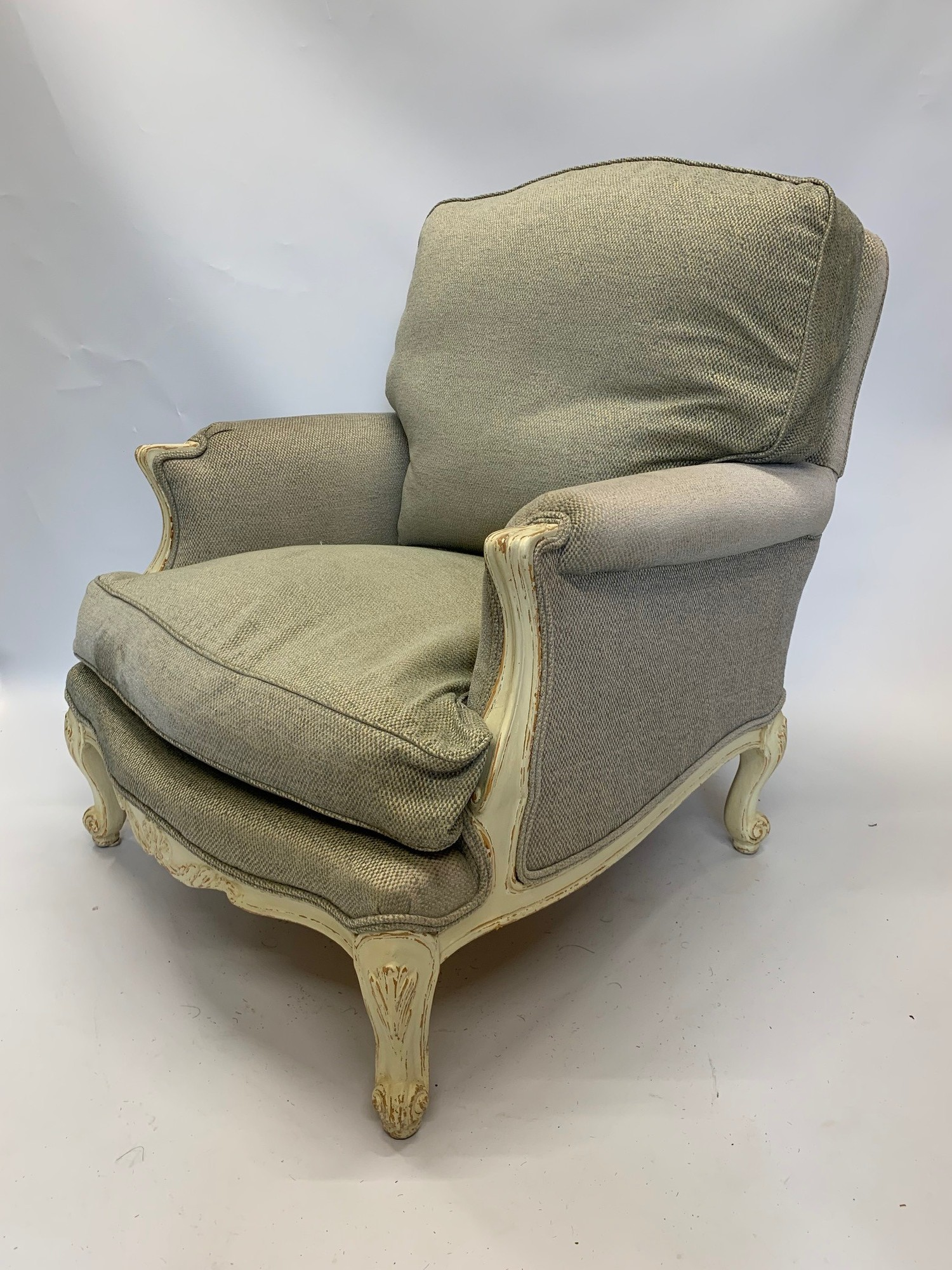 A PAIR OF DECORATIVE LOUIS XV DESIGN PAINTED CARVED WOOD AND UPHOLSTERED ARMCHAIRS Raised on - Image 3 of 4
