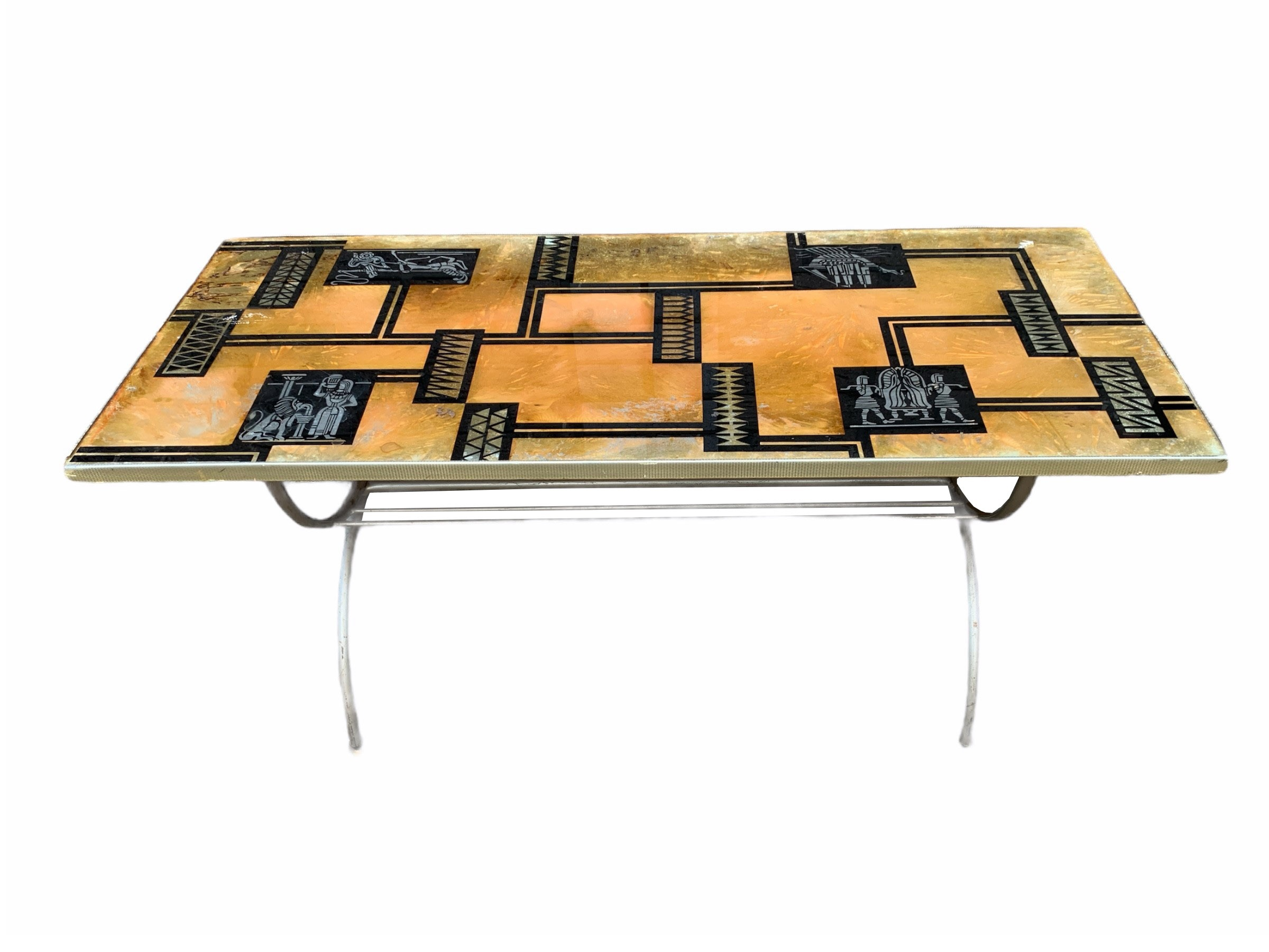 A DECORATIVE MID CENTURY COFFEE TABLE. (h 43cm x d 44.5cm x w 105.5cm)