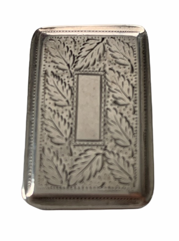 AN EARLY 19TH CENTURY BIRMINGHAM 1825 SILVER VINAIGRETTE Engraved with leaf decoration, the hinged