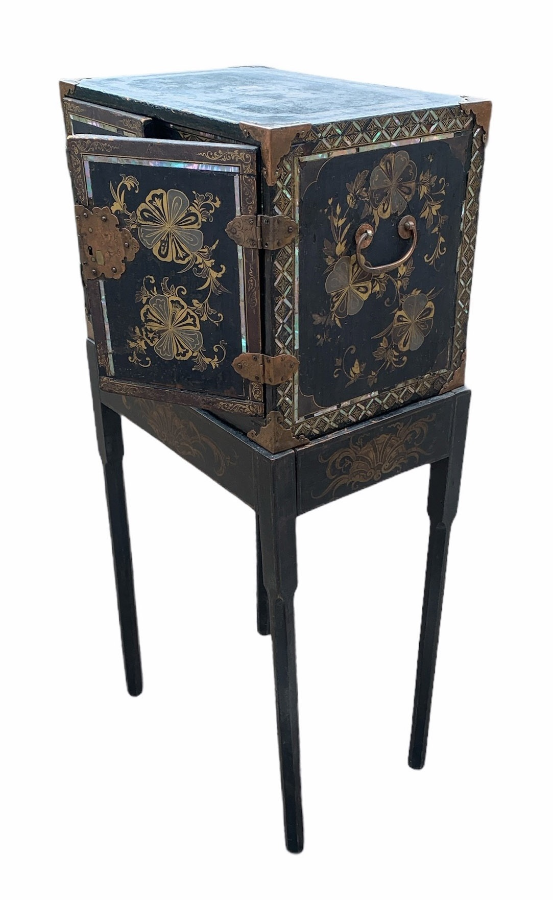 A PORTABLE INLAID EXPORT LACQUER NANBAN CABINET ON STAND Momoyama period (1573-1615) late 16th/early - Image 2 of 4