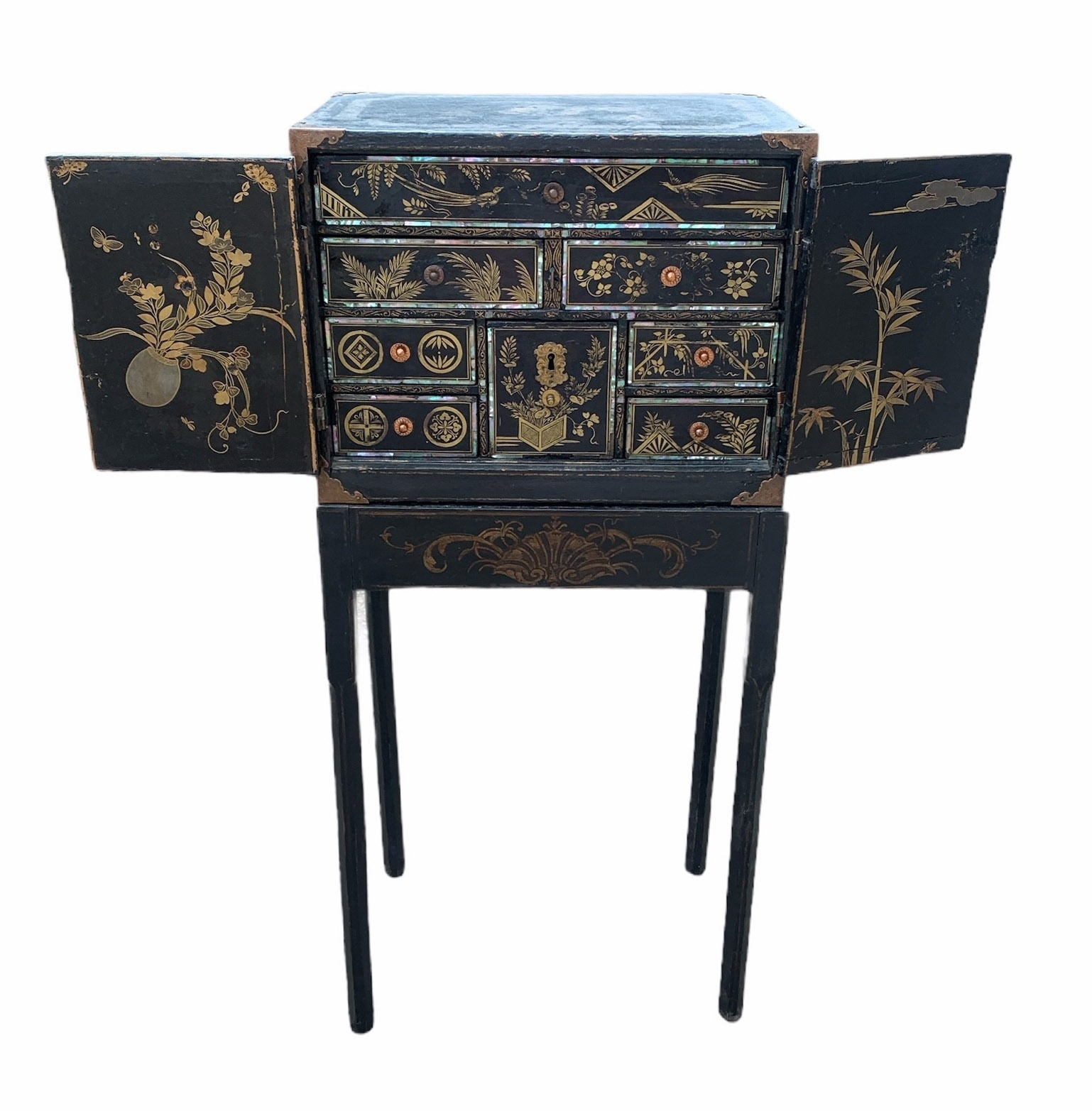 A PORTABLE INLAID EXPORT LACQUER NANBAN CABINET ON STAND Momoyama period (1573-1615) late 16th/early - Image 4 of 4