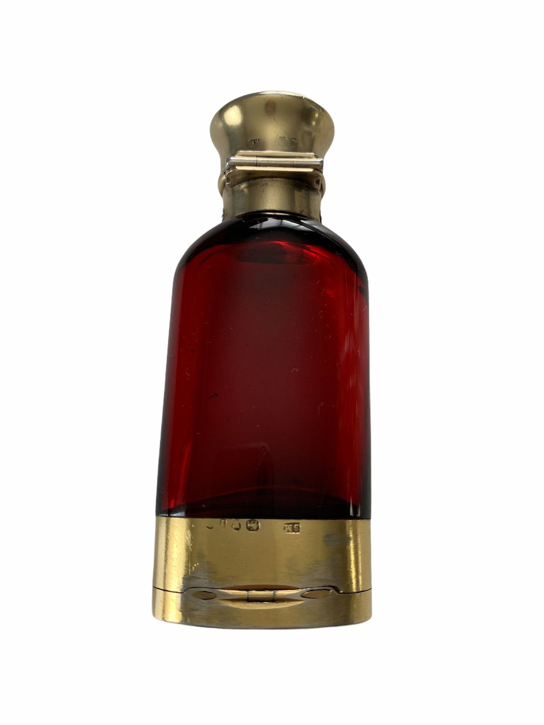SAMPSON MORDAN & CO., LONDON, 1866, A VERY FINE QUALITY VICTORIAN SILVER GILT MOUNTED RUBY RED GLASS - Image 2 of 5